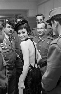 Rocío Durcal. Rodaje de Las Leandras. Madrid, 1969. © Juana Biarnés